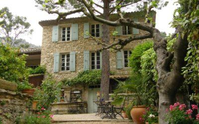 Fontaine de Vaucluse – Il luogo dove il Petrarca di innamorò di Laura… come dargli torto!
