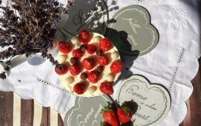 Mini cheesecake light con riso soffiato cocco e cioccolato e fragole – Je veux