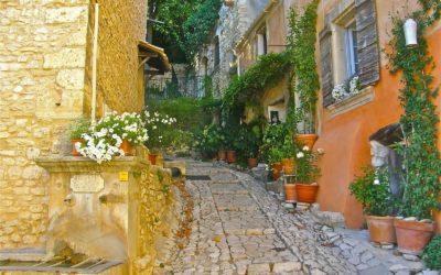 Joucas, piccola perla del Luberon, musa ispiratrice per artisti romantici!