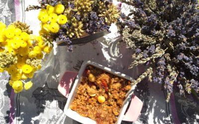 Crumble della rinascita con fichi, miele, fiori di lavanda, mandorle e nocciole – Restore me
