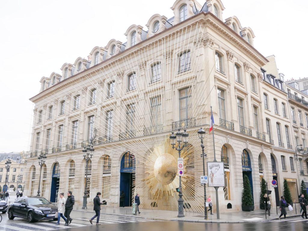 gioielli paris, paris, parigi, place vendome, ritz parigi, gioiellieri parigi, jewels, bijoux, place vendôme a Natale, louis Vuitton